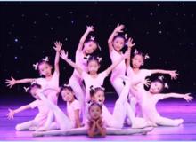 才艺汇演,精彩童年 | 这个周六来翡翠一品圆孩子的舞台梦!