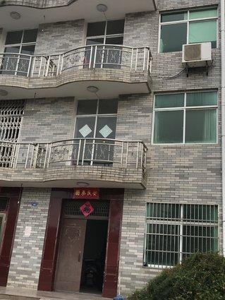 纯住宅单门独院,1间半3层半,精装修好朝向,门口宽敞好停车