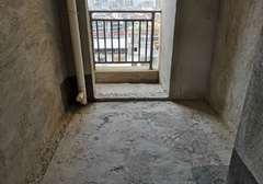 毛坯三房,边户三面采光,电梯中间楼层,高铁附近商业小区