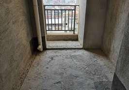 毛坯三房,邊戶三面采光,電梯中間樓層,高鐵附近商業小區