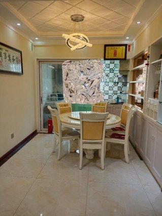 金浦佳苑,电梯中层,三房两厅两卫,精装修新房,拎包入住,房主外地置业,诚心出售