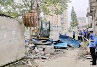 東新村社區一多年違建窩棚被拆除