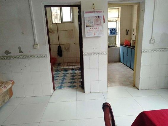 红楼对面,供销街,低楼层,三室低价急售