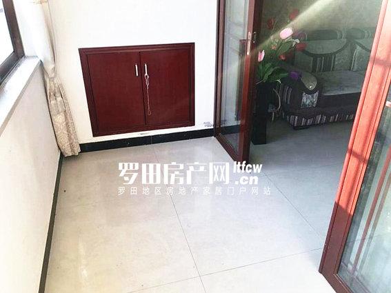 凤城大厦精装电梯三房(证满两年)