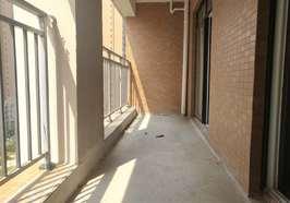 学区三房、全新毛坯、中间楼层